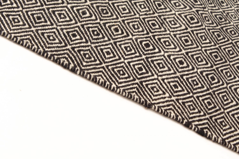 Wool rug varella black white wool rugs for Black and white wool rug